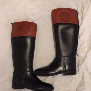 TORY BURCH RUBBER BOOTS SIZE 7